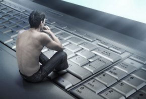 парень, спина, клавиатура, ноутбук