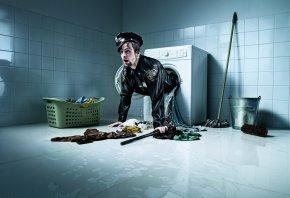 полицейский, police, стиральная машина, стирка, вещи, ведро, швабра