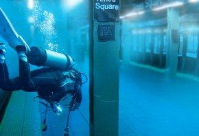 Обои метро, дайвинг, водолаз, вода