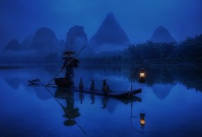 китай, утро, рыбак, лодка, фонарь, свет, бакланы, река, вода, лес, отражение
