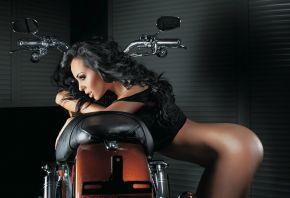 девушка, модель, брюнетка, сексуальная, попка, мотоцикл
