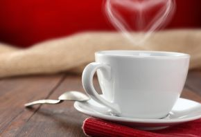 Обои кофе, чай, чашка, сердце, блюдце, ложка, стол, салфетка