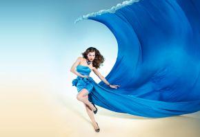 Обои Milla Jovovich, мила йовович, синее платье, платье волна, девушка