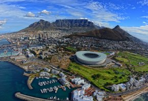 Обои Южная Африка, ЮАР, Кейптаун, побережье Атлантического океана, Столовая бухта, Столовая гора, горы, дома, стадион