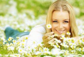 блондинка, улыбка, взгляд, Цветы, ромашка