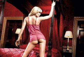 блондинка, попа, спина, спальня, кровать, торшер