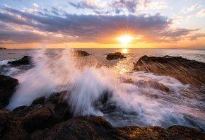 Обои камни, вода, брызги, солнце, закат, море