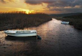 Обои река, камыш, лодки, закат