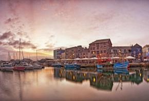 набережная, море, рыболовные лодки, яхты, дома, розовый, рассвет
