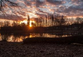 закат, солнце, облака, вода, озеро, деревья