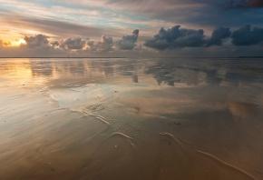 Обои море, песок, вода, небо, облака, пляж