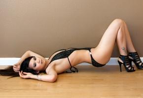 модель, азиатка, лежит, ножки, топлес