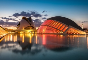 Испания, Валенсия, архитектурный комплекс, огни, освещение, фонари, мост, река, вечер
