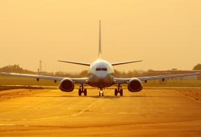 737, Боинг, золотой фон, на закате, взлетка