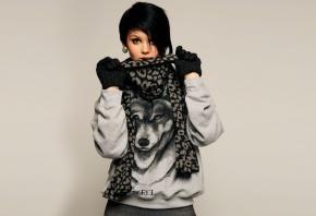 Девушка, брюнетка, прическа, шарф, перчатки
