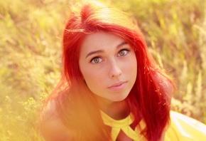 красные волосы, жёлтое, платье, взгляд, смотрит, поле