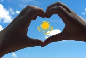 Обои Казахстан, небо, солнце, сердце, орел, руки, флаг, сам сделал (=