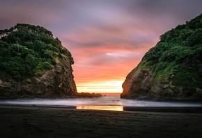 Обои рассвет, пляж, скалы, океан, туман, песок