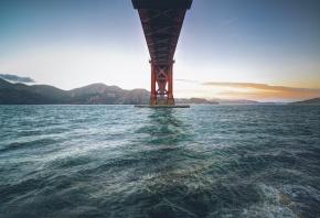 Обои мост, вода, волны, горы, небо
