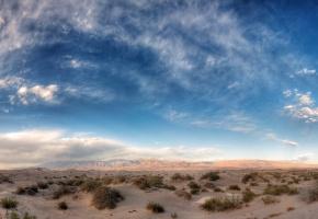 Обои поле, пустыня, трава, горы, небо, облака