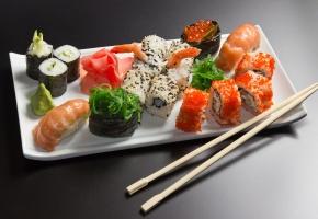 Обои ролы, суши, креветки, палочки, рис, икра, тарелка