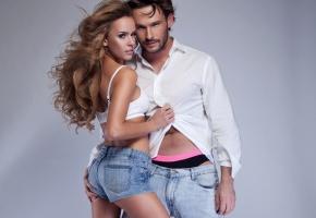 Обои парень, девушка, джинсы, шорты, рубашка, стиль