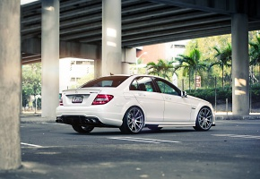 Обои Mercedes, Mercedes-Benz, Sedan, C63, AMG, Tuning, Power, White, Wheels, Street, Palm, Road, Bridge