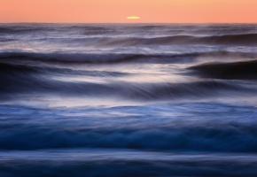 Обои океан, вода, синева, прибой, вечер, солнце, закат, оранжевое, небо, горизонт