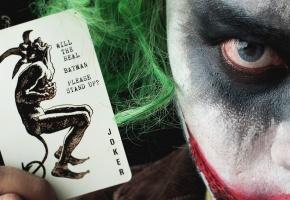 Обои Joker, взгляд, фон, карта, глаз, волосы
