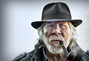 Обои портрет, трубка, шляпа, старик, борода