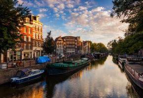 Обои Амстердам, Нидерланды, канал, река, вода, лодки, дома, здания, город, вечер, небо