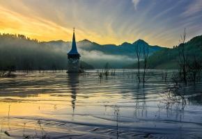 Обои горы, низина, церковь, затопленная, весна, утро, рассвет, туман