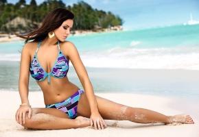 Обои Monika pietrasinska, девушка, пляж, океан, солнце, песок
