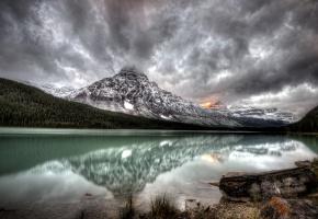 Обои озеро, горы, пейзаж, облака, лес, тишина