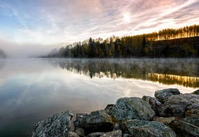 Обои утро, озеро, берег, камни, туман, тишина