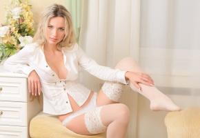 Обои девушка, блондинка, чулки, сидит, белая блузка. тюль, взгляд, цветы, тумбочка