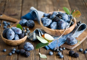 Обои сливы, ежевика, черника, голубика, ягоды, фрукты, натюрморт