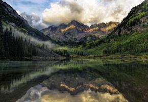 Обои горы, озеро, отражение, лес, пейзаж, зелень