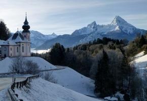 Обои часовня, горы, зима, снег, дорога, церковь, деревья