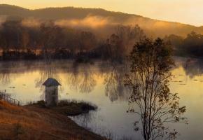 Обои холмы, лес, озеро, осень, туман, утро