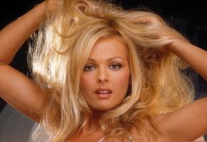 Обои девушка, блондинка, взгляд, личико, волосы