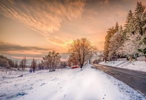Обои пейзаж, зима, снег, дорога, деревья, небо, закт