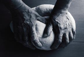 Обои руки, хлеб, тесто, мука, месят