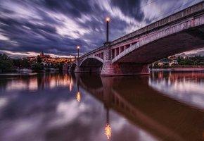 Обои Прага, рассвет, огни, река, мост, небо, тучи