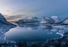 Обои горы, зима, снег, лес, озеро, пейзаж