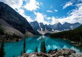 Обои горы, небо, облака, лес, озеро, голубое, камни, ель