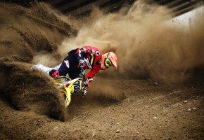 Обои мотоцикл, гонка, грязь, камни, шлем