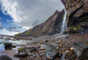 Обои берег, камни, скалы, водопад, небо, облака