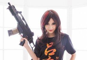 Обои девушка, оружие, взгляд, брюнетка, свет, HK G36