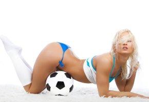 Обои блондинка, попка, мяч, футбол, красавица, тело, секси